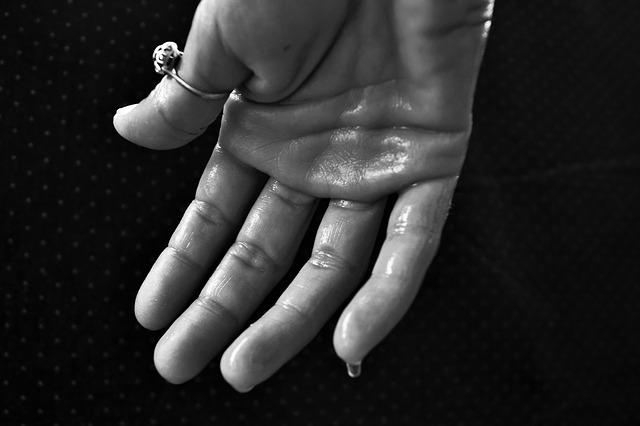 手汗がひどい人の対策方法は?解決するのにおすすめの制汗剤