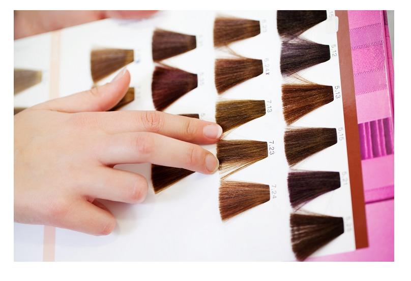 市販の白髪染めで「染まらない」を減らす3つのポイント②:白髪染めこそ色選びを慎重にする